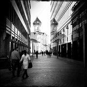 Рука об руку на встречу вечному#bw #bnw #bw_photooftheday #чб #арт #art #искусстворядом #москва #стритфото #streetphotography #lineoflive #тверскаязаства #архитектура #architecture #monochrome #modernmoscow #modernarchitecture