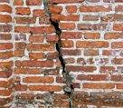 Трещины в стенах зданий