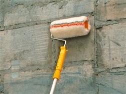 грунтовка стены перед штукатуркой