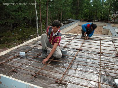 арматура для бетонной плиты поверх теплоизоляции и полиэтиленовой пленки