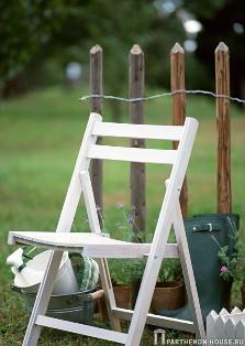 деревянная садовая мебель может быть очень дешевой и очень дорогой