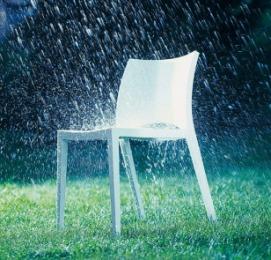 пластиковая мебель отлично переносит дождь