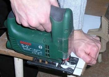 работа с электролобзиком