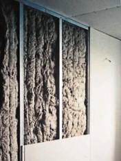 звукопоглощающий материал в каркасе стены