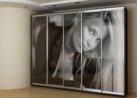 на мебели можно поместить портрет - свой, близких, кумиров и т.п.