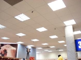 подвесные модульные потолки с плитами из минеральной ваты - одни из самых популярных и недорогих