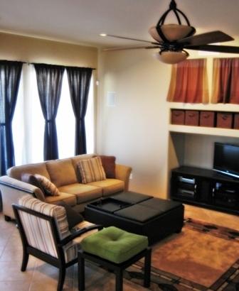 красивый потолок в комнате может быть просто побеленным или покрашенным
