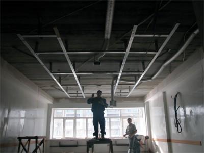 схема монтажа подвесного потолка.  Потолки.