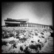 #Ресторан #2passos на берегу океана #португалия #portugal #algarve #bw #bnw #monochrome  #streetphotography #линиижизни #linesoflife #архитектура #architecture