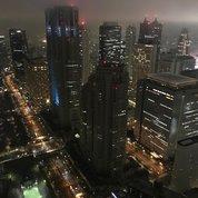 Панорама ночного #Токио завораживает торжественной строгостью. Красные сигнальные огни на крышах высотных зданий и  светящаяся линия горизонта добавляют ей космической загадочности.  И даже нежная зелень спортивных площадок нисколько не нарушает ощущение неземного происхождения картинки. #архитектура #дизайн #горд #большойгород  #токио  #небоскребы  #атмосфератокио #tokyoarchitecture #design #architecture #tokyo #tokyobynight #tokyocity #каменныеджунгли #skyline #spacecity #skyscrapers #skyscraping_architecture #skyscraper #skyscraping_magic #moderncity #городбудущего #цветагорода #цветатокио #видсверху #город #большойгород #панорама #красивыйвид #гордскойпейзаж